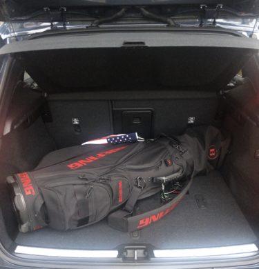 VOLVO XC40トランクとゴルフバック
